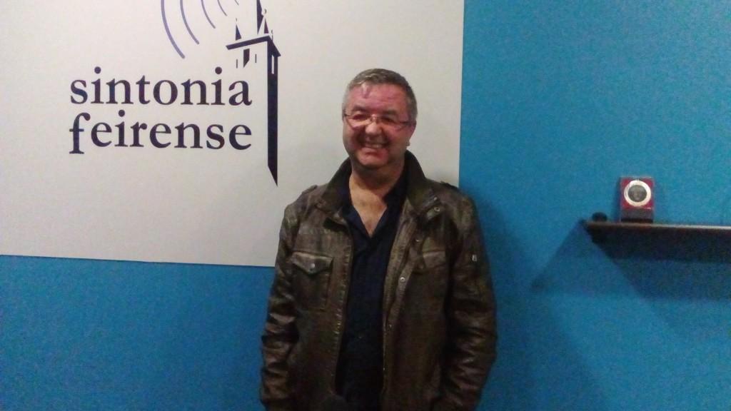 Paulo Neto sorri